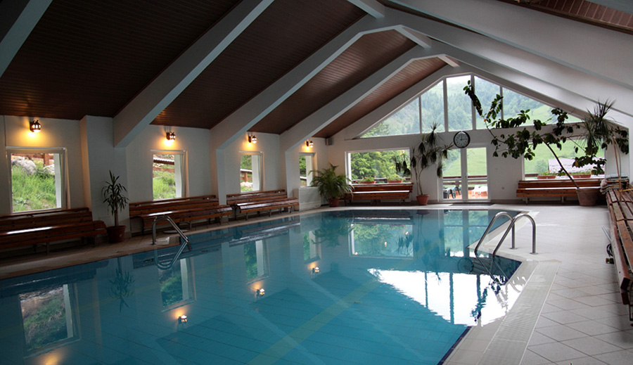 Hotel gradistea www star tur com for Cazare bran cu piscina
